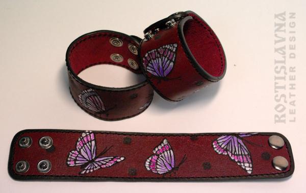 Браслет с бабочками вишневый
