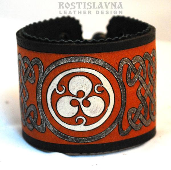 Браслет кожаный с кельтским орнаментом в круге