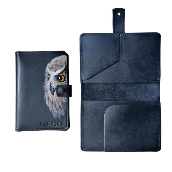 Обложка на паспорт черная с карманами и застежкой «Сова»